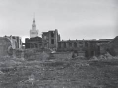 Varsova vuonna 1956. Taustalla Neuvostoliiton puolalaisille 'lahjoittama' Josef Stalinin kulttuurin ja tieteen palatsi.